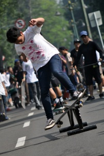 skaters_car_free_day_dago